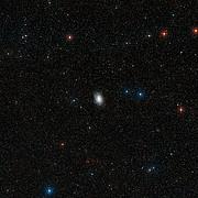 Visión de campo amplio del cielo alrededor de NGC 6744