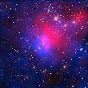 Rayos-X, material oscura y galaxias en el cúmulo Abell 2744