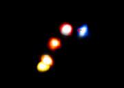 Die Staubwolke G2 zieht am Schwarzen Loch im Zentrum der Milchstraße vorbei