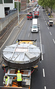 Der Sekundärspiegelrohling des ELT in den Straßen von Mainz