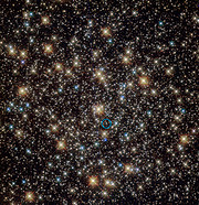 Imagem Hubble do aglomerado estelar globular NGC 3201 (anotada)