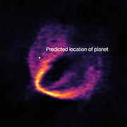 ALMA entdeckt Trio von Baby-Planeten
