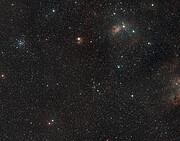 Weitwinkelansicht der Himmelsregion, in der sich AFGL 5142 befindet