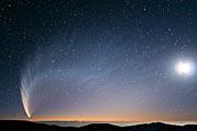 Komet McNaught über dem Pazifik