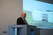 Klaus Tschira, Stifter des ESO Supernova Planetariums und Besucherzentrums