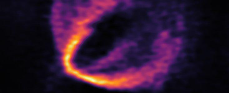 Fund af triple-planeter om ung stjerne