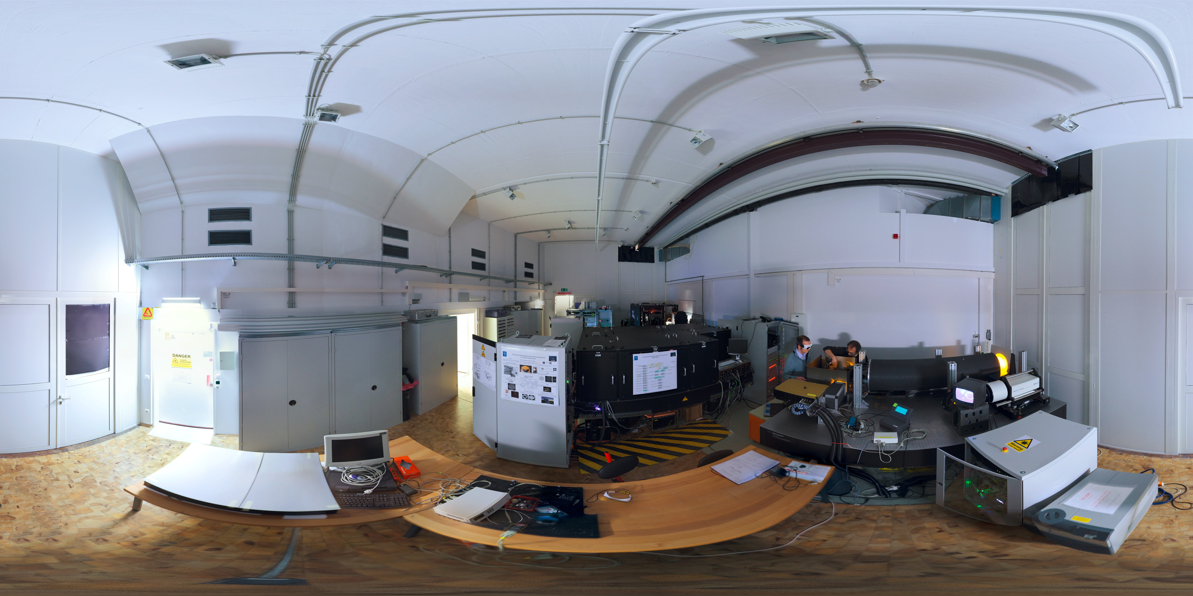 optical lab panorama eso