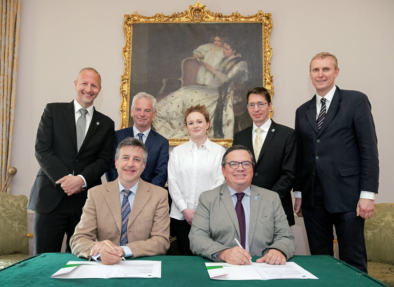 ESO and Irish Research Council sign studentship programme
