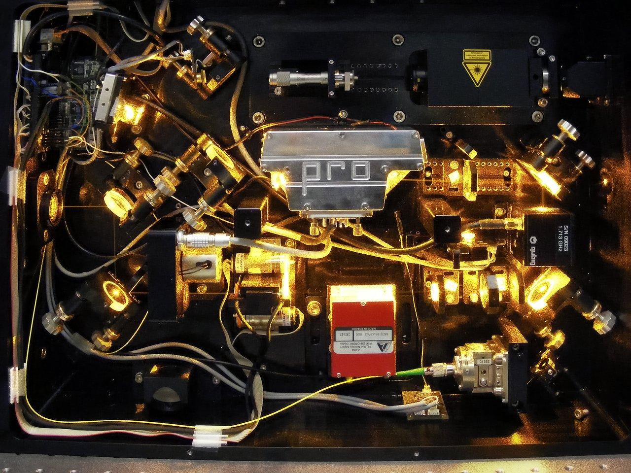 Raman fibre laser