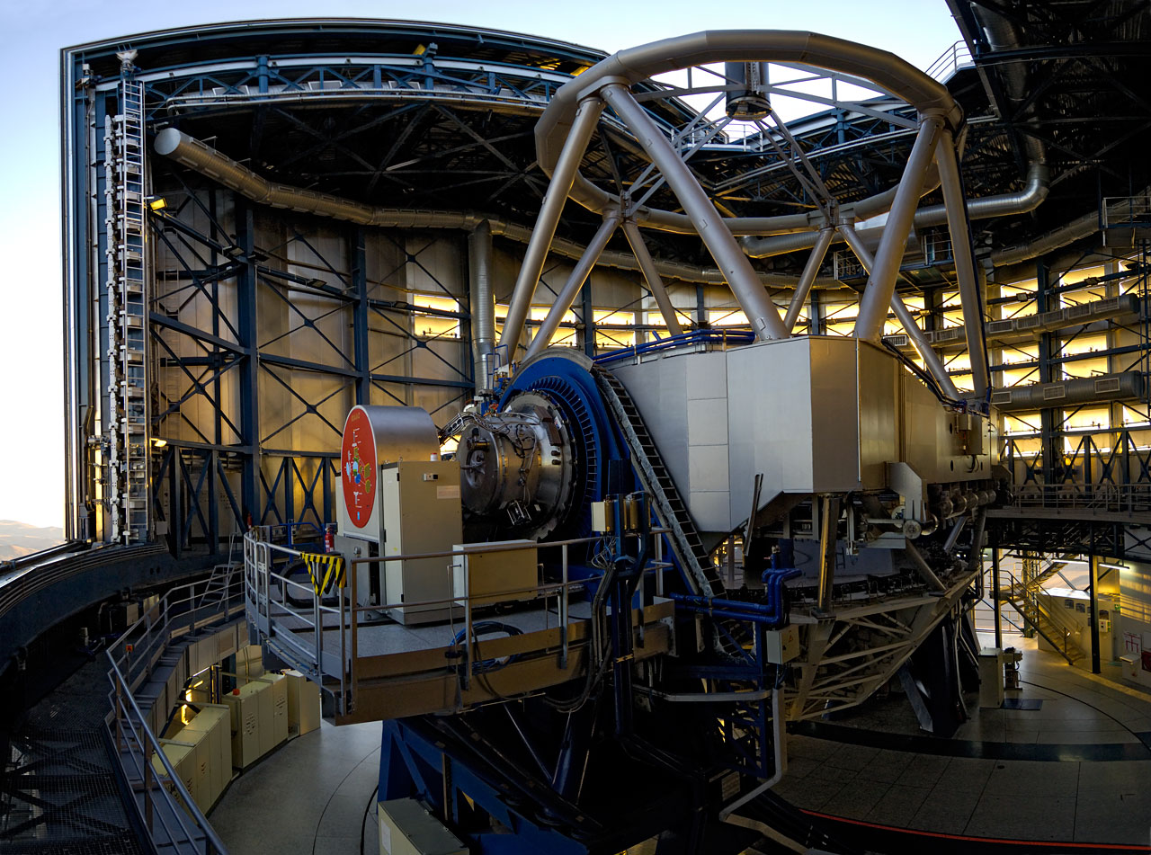 Mounted image 022: VLT Unit Telescope 1, Antu, venting before start-up