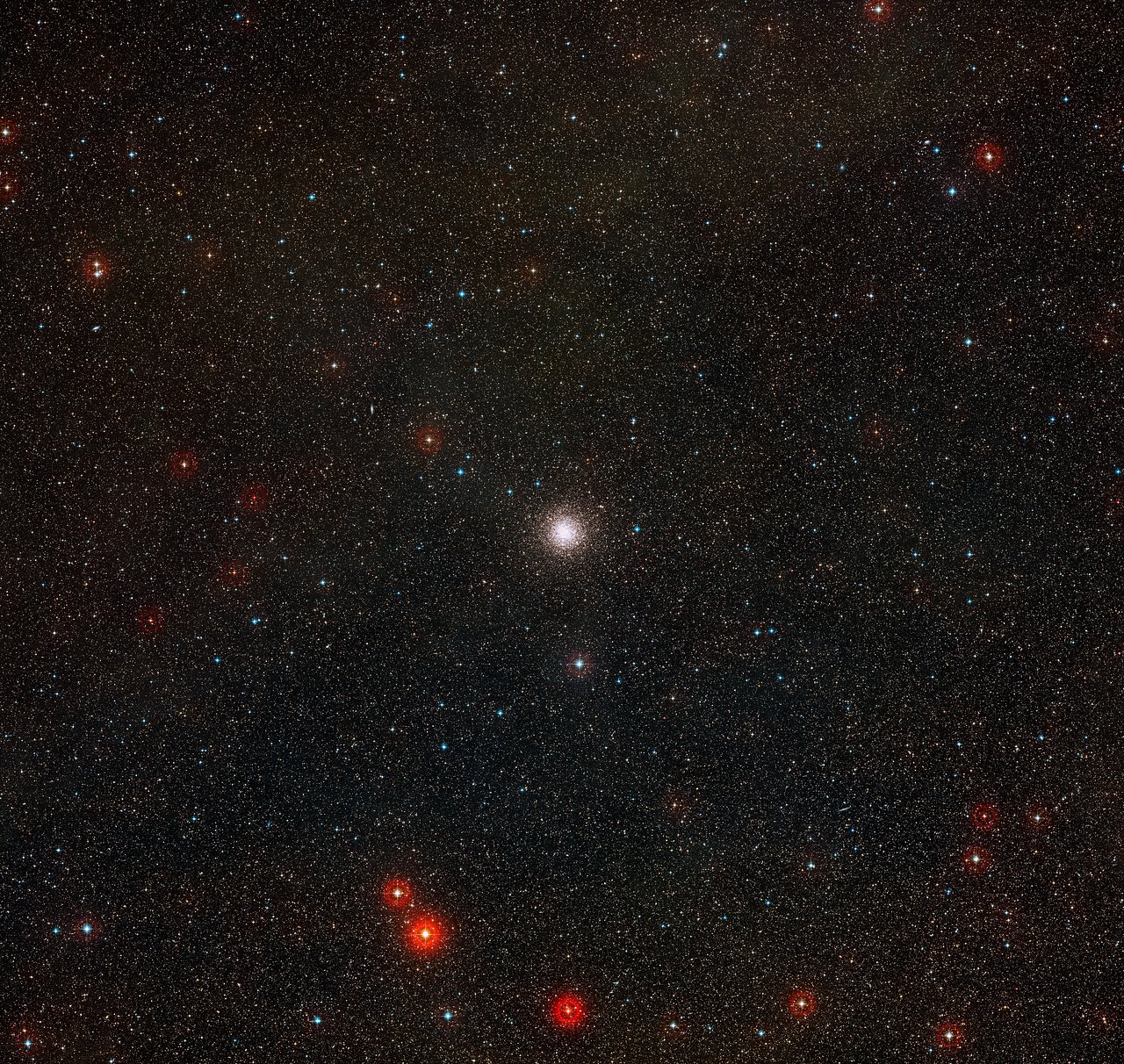 Imagen de amplio campo del cielo que rodea al cúmulo globular de estrellas NGC 3201