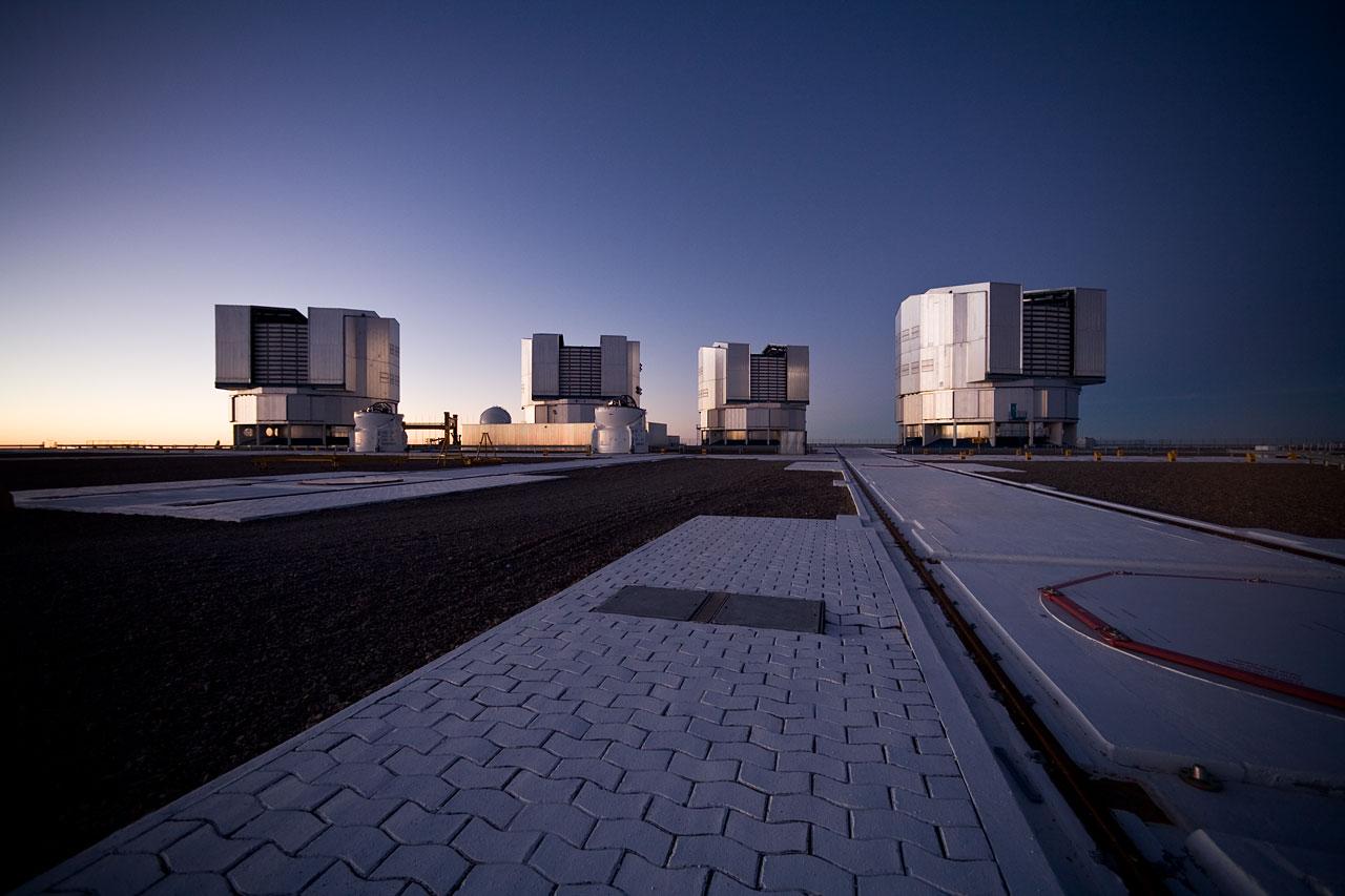Mounted image 014: Paranal platform after sunset