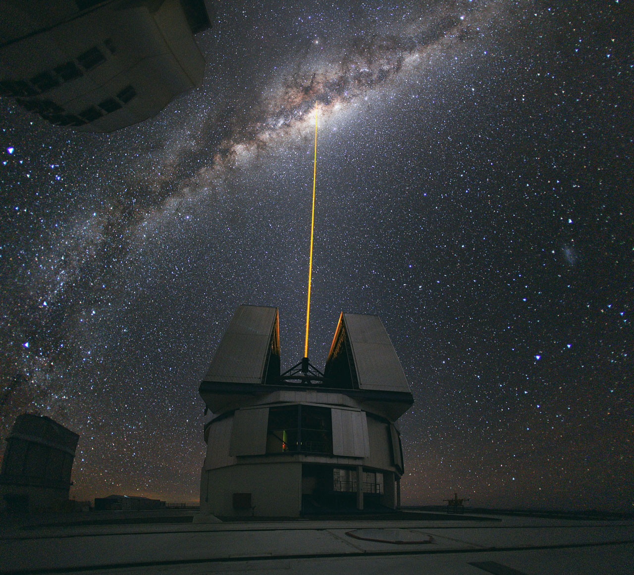 Mounted image 112: A Laser Beam Towards the Milky Way's Centre