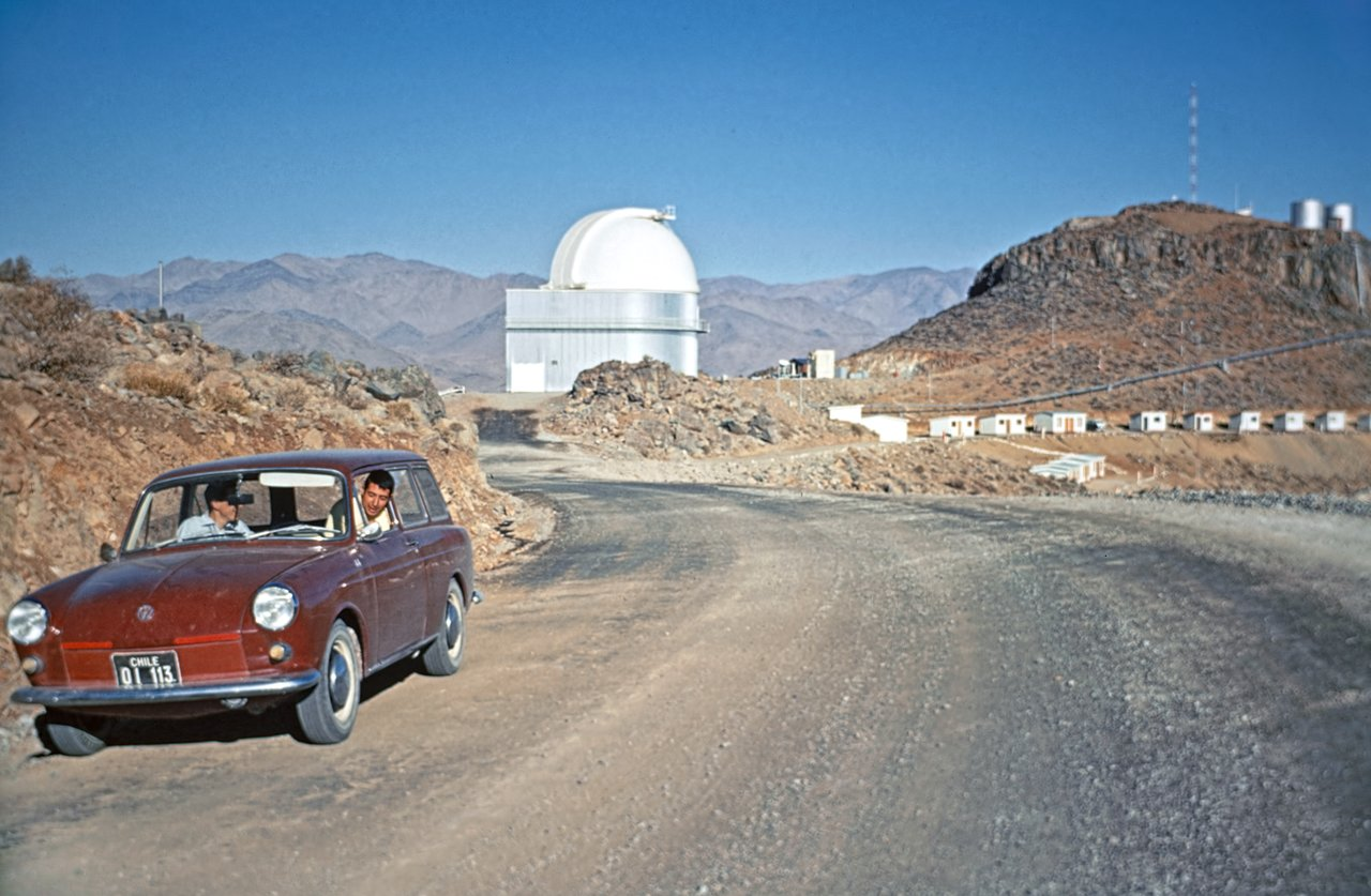 A drive through time — How telescopes, and cars, have changed at La Silla (historical image)