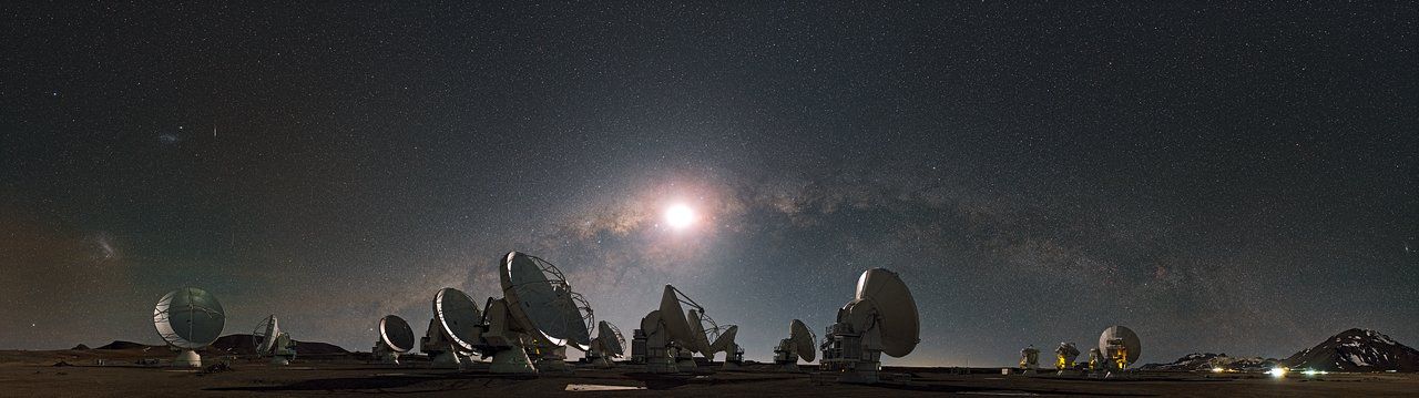 The moon and the arc of the Milky Way