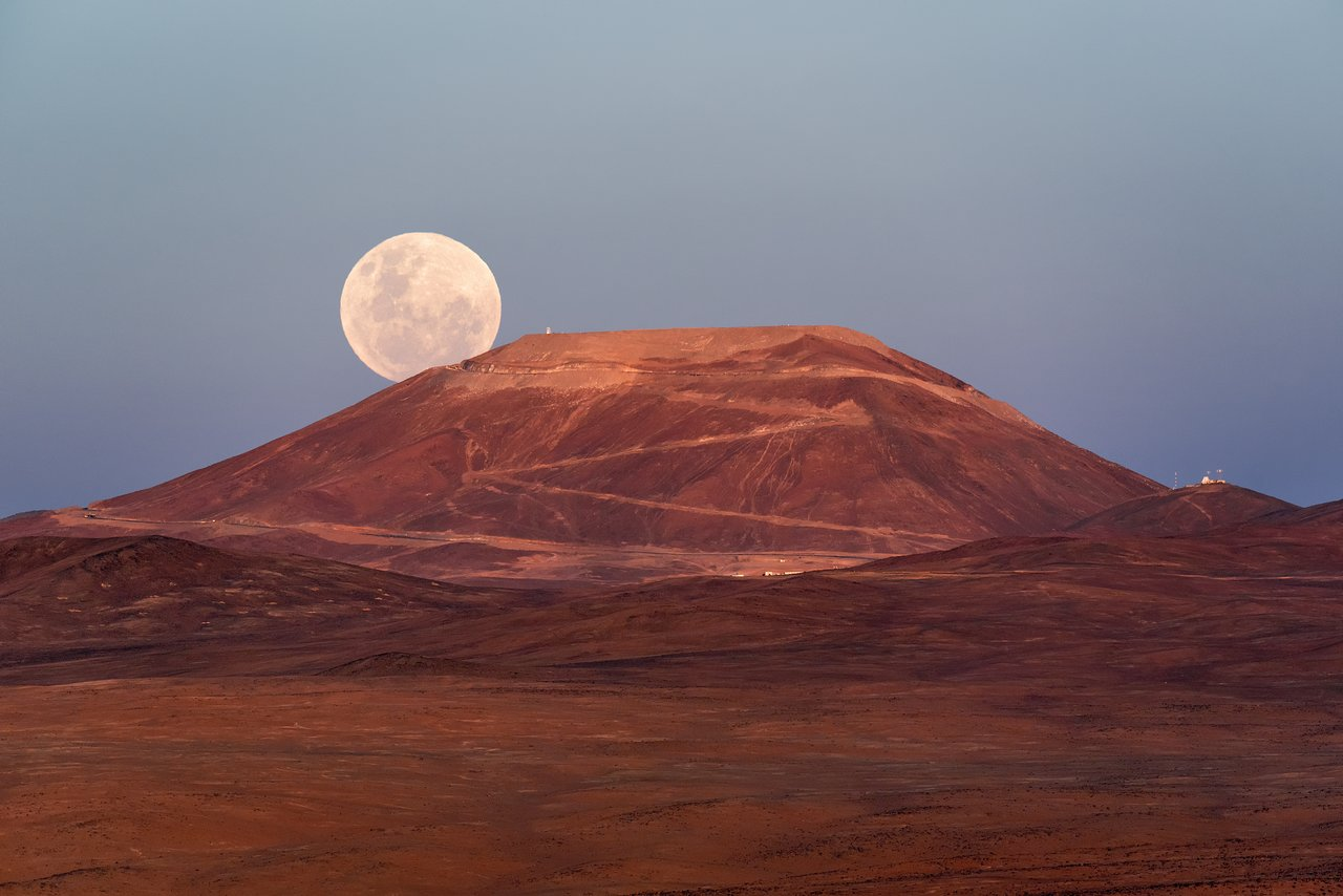 Supermoon beckons in the new year