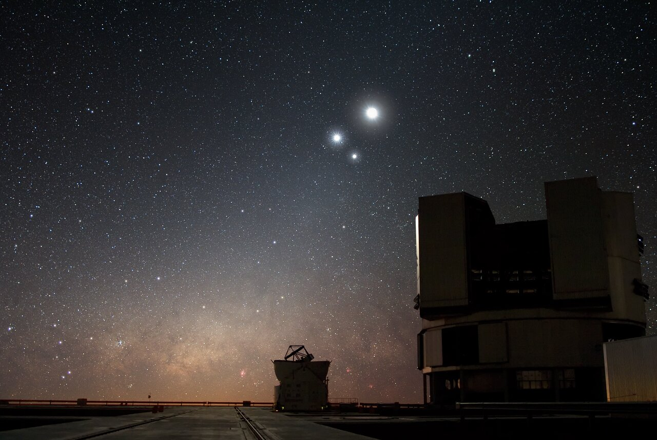 Mounted image 202: Celestial Conjunction at Paranal