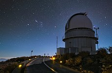 La Silla telescope by night