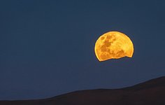 Moonrise at Paranal