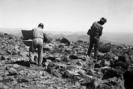Workers at La Silla site during construction