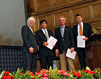 "The SAURON team receiving the Royal Astronomical Society ""A"" Group Award"
