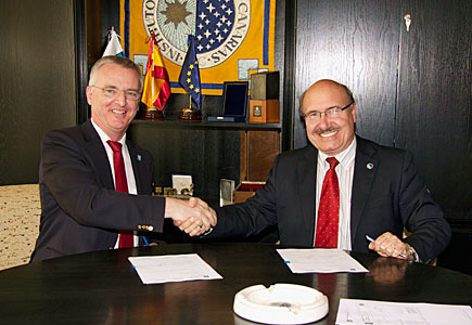 ESO and Instituto de Astrofísica de Canarias sign agreement on adaptive optics collaboration