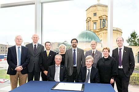 Agreement signed to build HARMONI spectrograph for the E-ELT