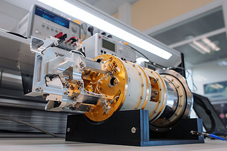 Testing an ALMA Band 9 receiver