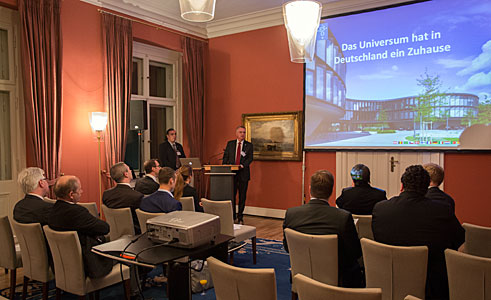Tim de Zeeuw presents ESO to members of the German Federal Parliament