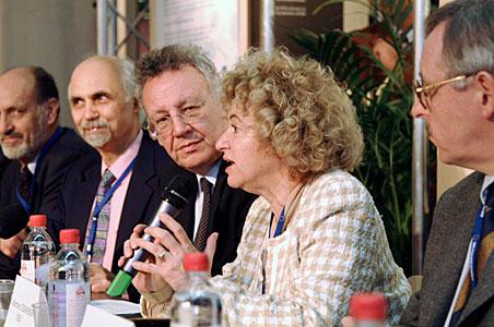 Catherine Cesarsky addressing press at EIROforum