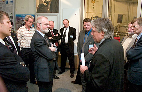Claus Madsen guiding Danish industrialists through ESO HQ laboratories