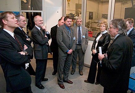 Claus Madsen guiding Danish industrialists through ESO HQ laboratories
