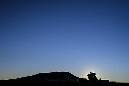 Brilliant sky and ALMA silhouette