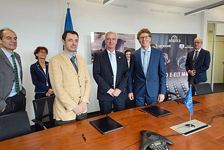 Contract signing for M4 adaptive mirror unit