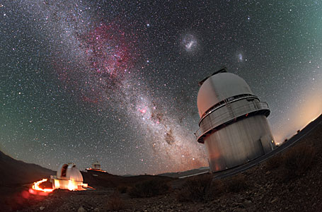 Magellanic Clouds above the Danish 1.54-metre telescope