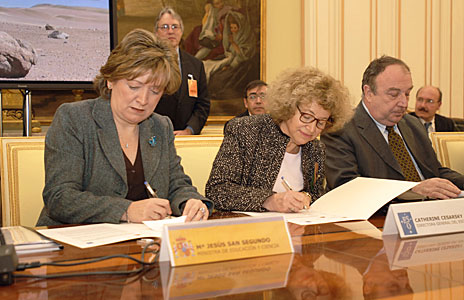 Spain-ESO Agreement Signature