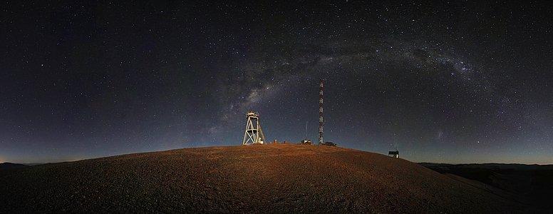 Nächtliches Panorama vom Cerro Armazones