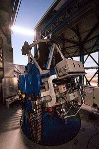 El Telescopio de Rastreo del VLT observando bajo la luz de la Luna