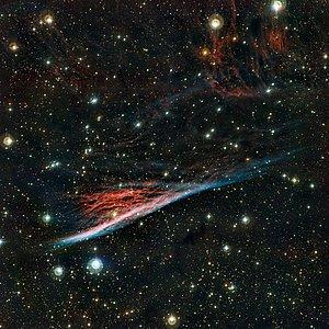 A Nebulosa do Lápis, um resto de forma estranha resultante de uma vasta explosão