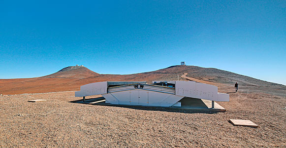 The Next-Generation Transit Survey (NGTS) at Paranal