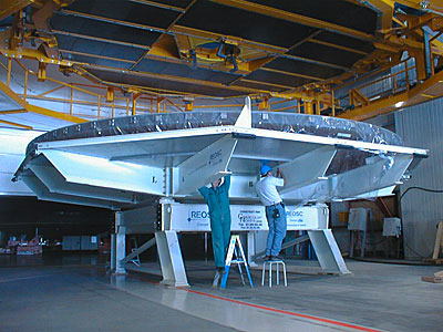 Removing the Cover of the 8.2-m Mirror