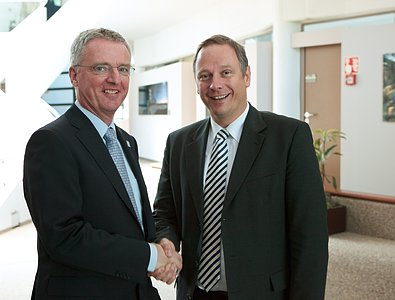 The Bavarian Minister of Finance visits ESO Headquarters
