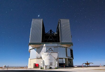 VLT Unit Telescope and Auxiliary Telescope in allignment