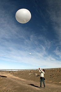 Weather balloons on Paranal in support of the E-ELT
