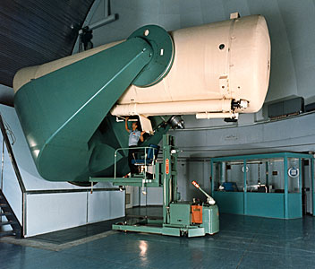 The ESO 1-metre Schmidt telescope in operation
