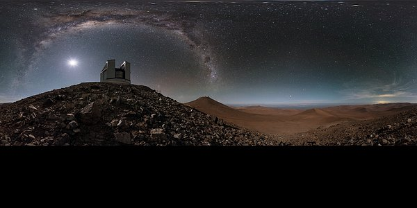 Extended desert arc at Paranal