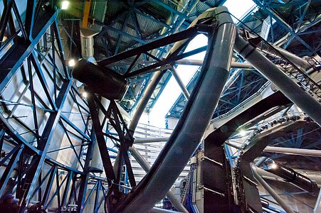One of the four Unit Telescopes of the VLT in its dome