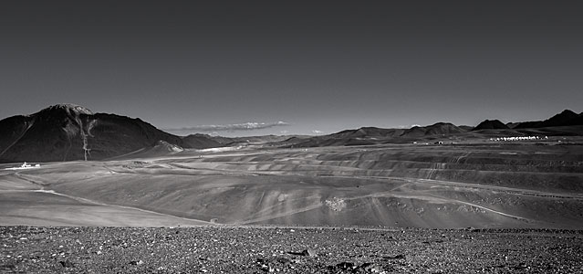 Chajnantor plateau in black and white