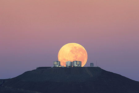 Dramatic Moonset — Amazing Sight on Cerro Paranal, Home of ESO's Very Large Telescope*