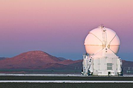 Un Telescopio Auxiliar del VLT y Cerro Armazones